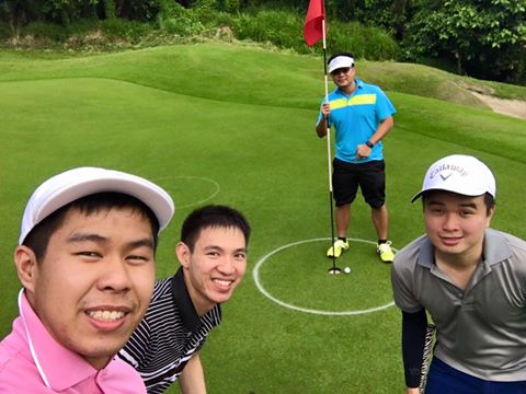 Ace Olano almost sinking the Hole in One Prize